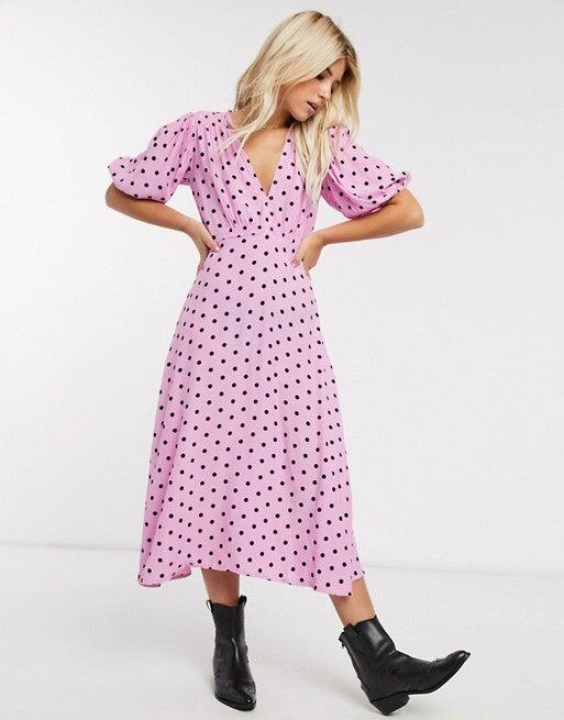 เสื้อผ้าลายจุด หรือ ลาย Polka dots