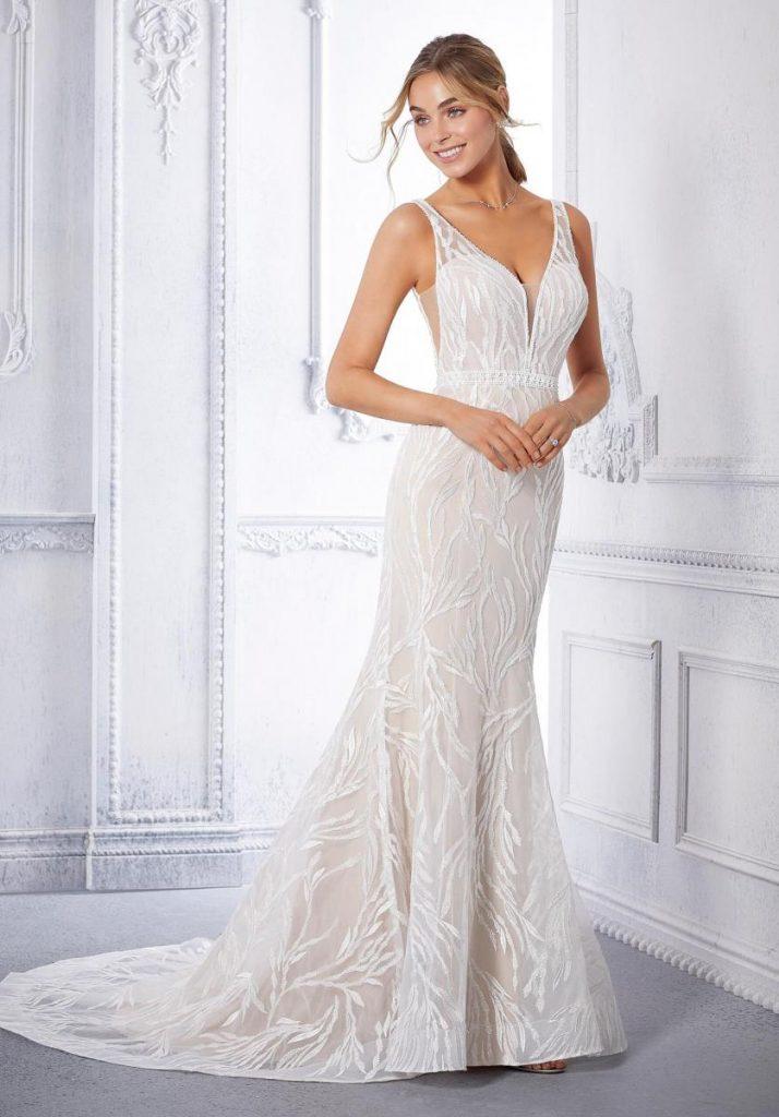 Fit-and-flare wedding dress ชุดแต่งงานแบบพอดีตัว