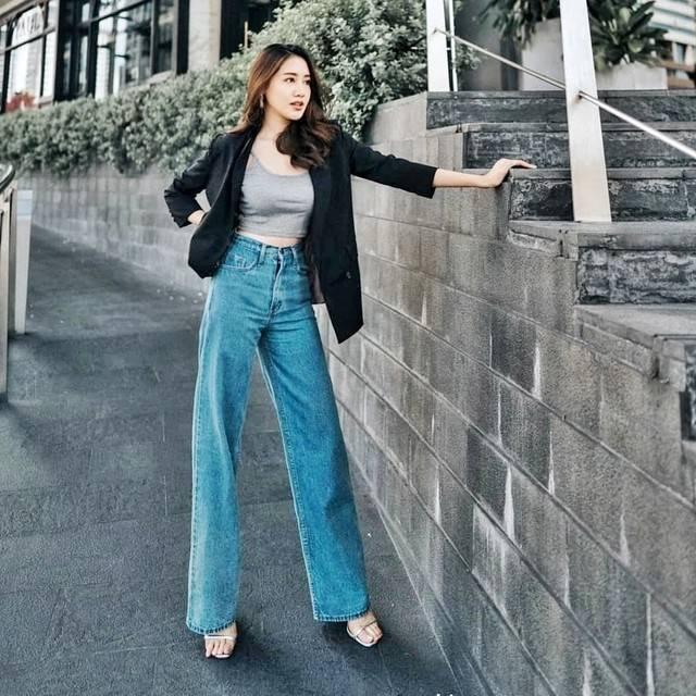 กางเกงยีนส์สีเข้มสุภาพ